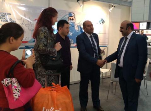 غرفه شرکت نو ایده اندیشان ماشین سازی حسینی نیامش در نمایشگاه تکنولوژی تولید تجهیزات پزشکی در شهر دوس