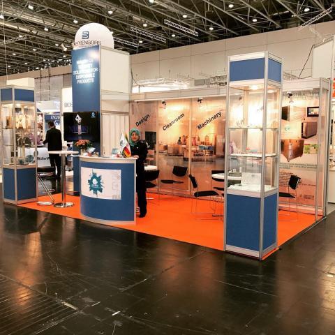 غرفه شرکت نیامش طراح و سازنده کارخانه های تولید تجهیزات پزشکی در نمایشگاه کمپامد آلمان در سالن تکنول