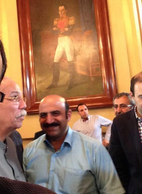 سفر به ونزوئلا در ساختمان ریاست جمهوری در کنار سفیر ونزوئلا در ایران