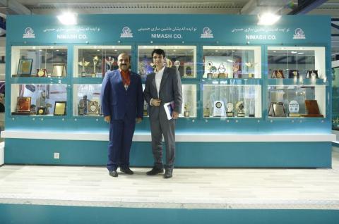 در کنار مهندس داراب مدیریت شرکت توزیع کننده تجهیزات پزشکی