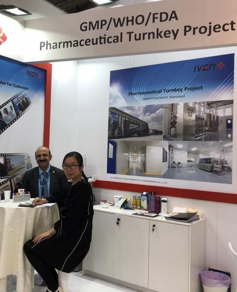 نمایشگاه آخیما در کنار مدیر بازرگانی ایون