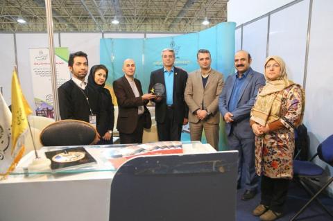 اهدای تندیس مشارکت نمایشگاهی اولین رویداد بروکراکسپو به مجتمع فنی تهران